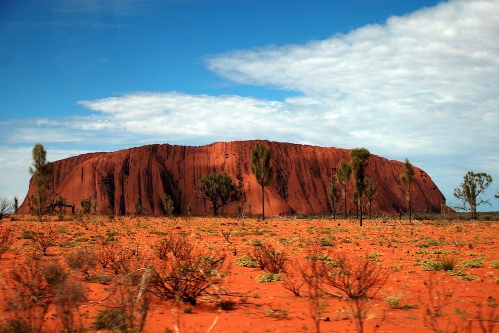 sonder-blog-travelling-in-australia-hero-image-uluru-yang-jing