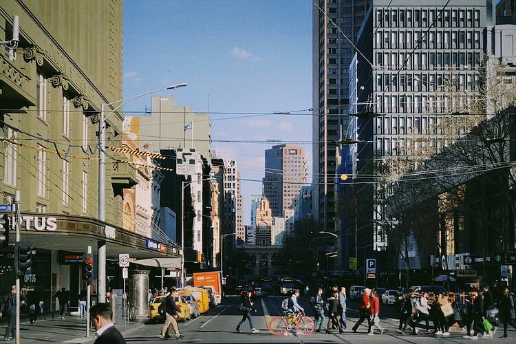 sonder-blog-walking-safely-in-australia-hero-image-melbourne-peter-hong